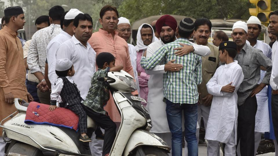 Former president of the Delhi Pradesh Congress Committee, Arvind Singh Lovely greets people after offering namaz at Gandhi Colony in East Delhi. (Sonu Mehta / HT Photo)