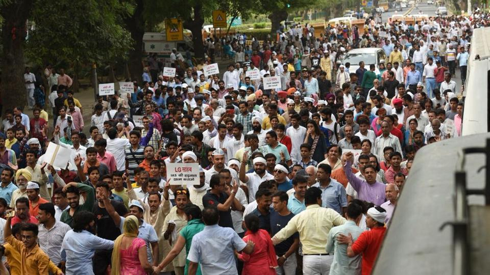 AAP protest march,AAP protest,Arvind Kejriwal sit-in