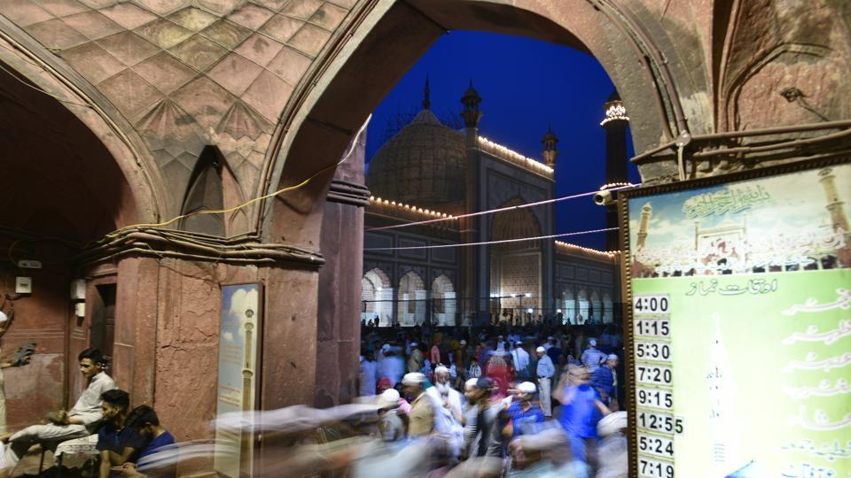 The day of the festivity falls on the first day of the month of Shawwal, the tenth month of Islamic lunar calendar. Every year the date of the festival varies based on the sighting of the new moon as well as the astronomical calculations. (Sanchit Khanna / HT Photo)