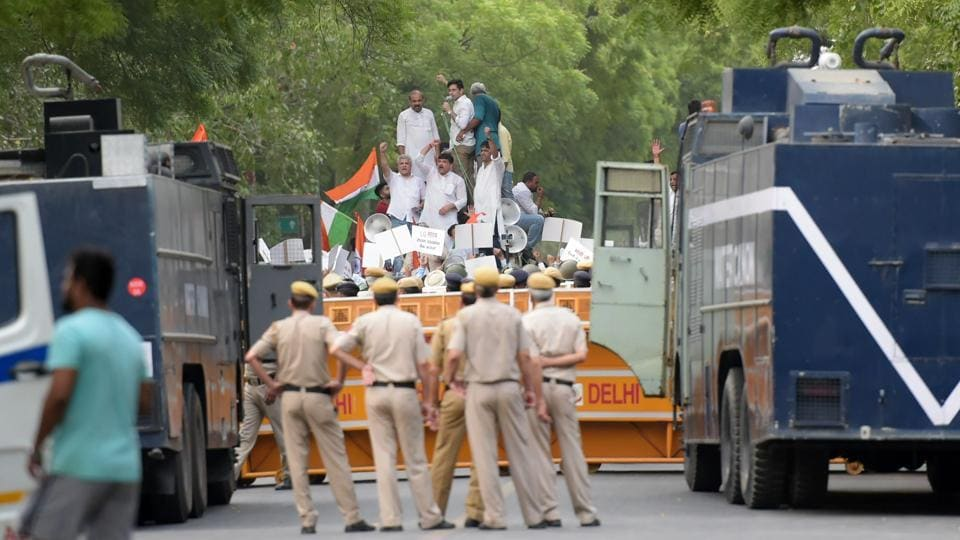 AAP,Kejriwal protest,IAS officers' protest Delhi
