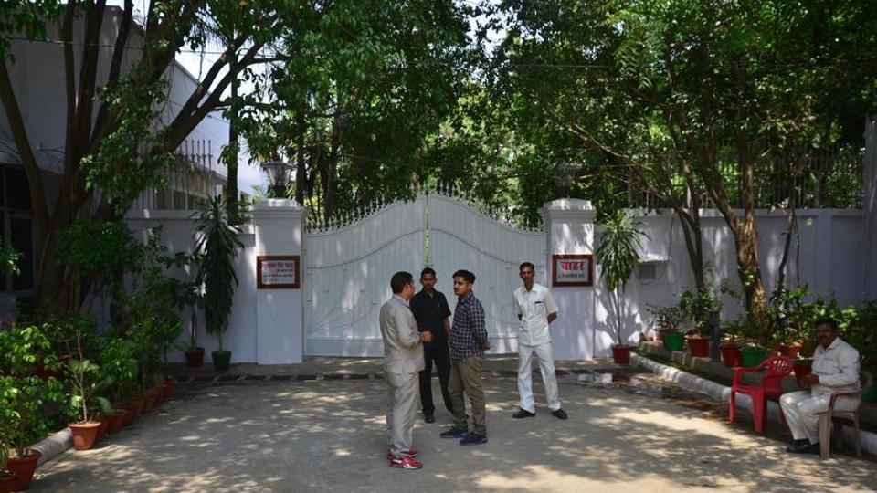Vacate government houses,Former chief ministers,Madhya Pradesh high court