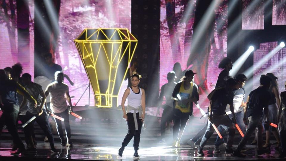 Kareena Kapoor rehearses for her performance at Miss India.