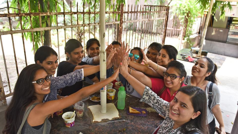 DUstudents enjoy a snack at their college canteen.