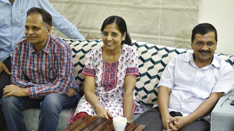 Delhi chief minister Arvind Kejriwal, his wife Sunita and Delhi minister Satyendar Kumar Jain India, on June 19, 2018 after AAP leaders ended a sit-in protest.