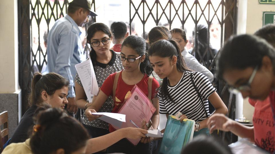 Delhi university aspirants fill admission forms at Daulat Ram College on Wednesday.