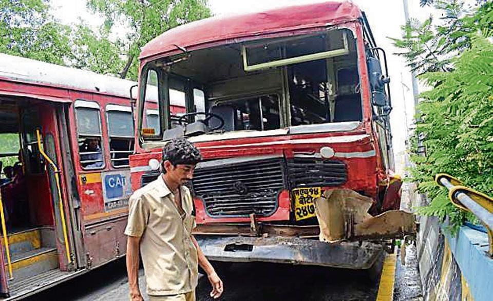 state buses,collide,bus accident