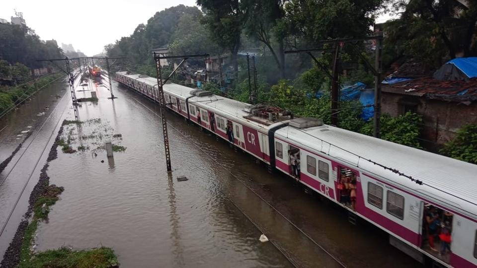 Local train services on the western railway were operating with a delay of 20 minutes during the morning peak hours, due to low visibility in some areas. Due to heavy rain between Virar and Surat, all Mail Express trains arriving at Bandra Terminus, Dadar Terminus and Mumbai central are also expected to run late. (Kunal Patil / HT Photo)