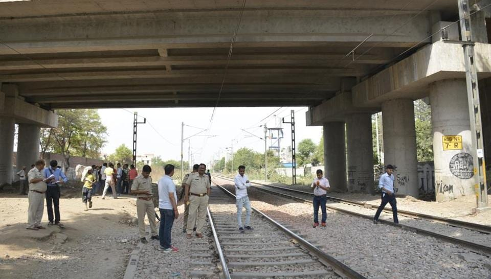man jumps before train,man commits suicide,Muzaffarnagar