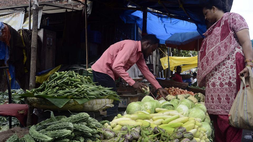 Onion prices,Pune,short supply