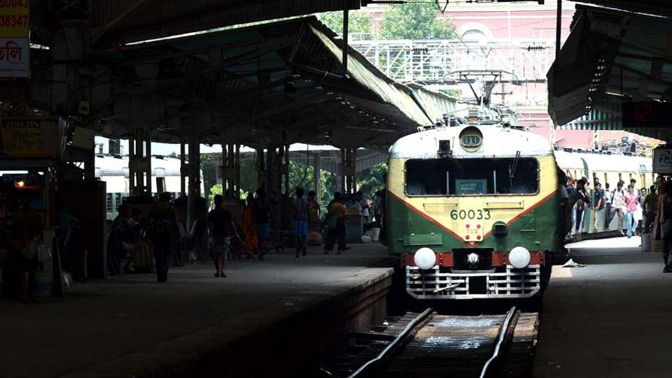 Kolkata,Kolkata train,Woman harassed on train