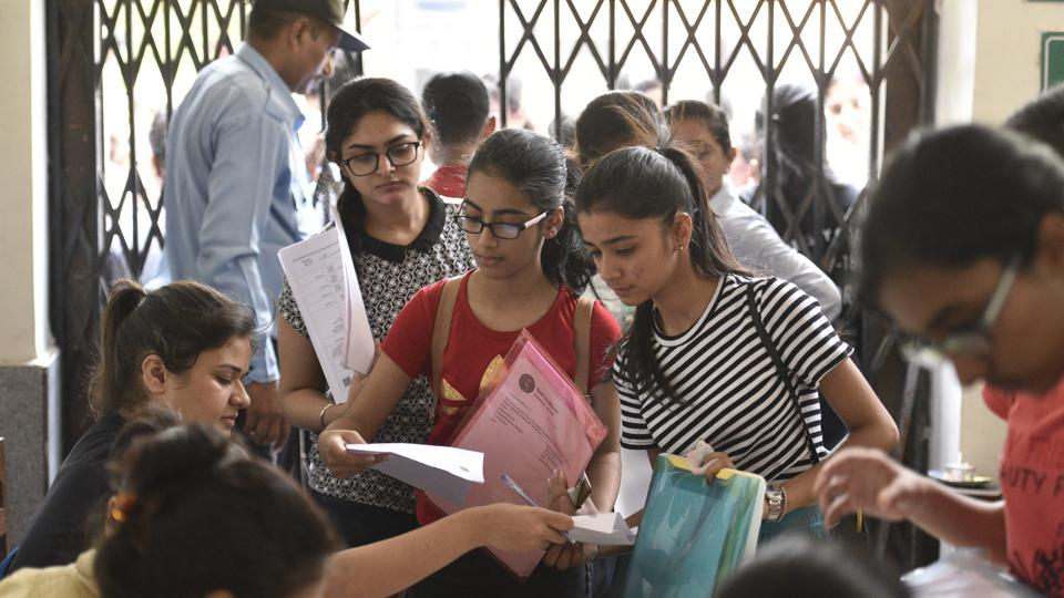 DU admissions 2018: Delhi university aspirants fill their admission forms for the new academic session 2018-19 at Daulat Ram College on June 20, 2018.