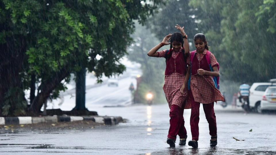 Delhi woke to a welcome change from its scorching heat, with spells of rain witnessed here on Wednesday morning. This pre-monsoon spell also caused a six degree dip in temperatures to 27 degrees Celsius. However, the meteorological department has predicted severe thunderstorms prior to the monsoon in North West India. (Burhaan Kinu / HT Photo)