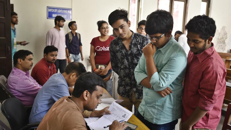 DU admissions 2018,du admission helpline,du cutoff list 2018