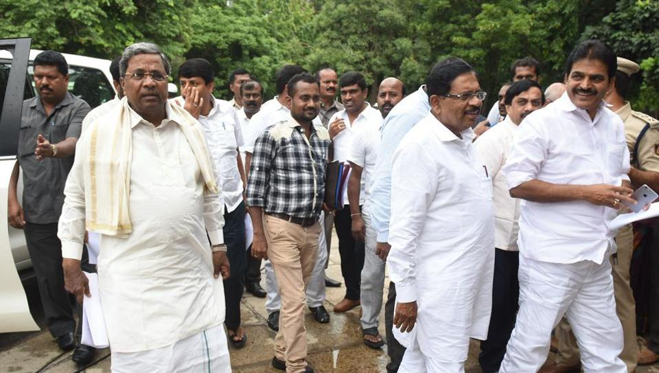 Former chief minister of Karnataka and senior Congress leader Siddaramaiah (extreme left)