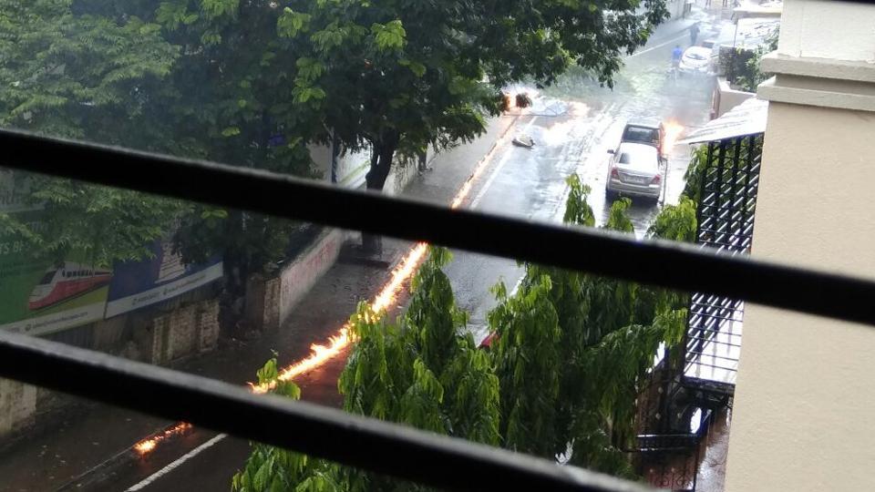 Bodies of those killed were taken to a nearby hospital. (Vijayanand Gupta/ HTPhoto)
