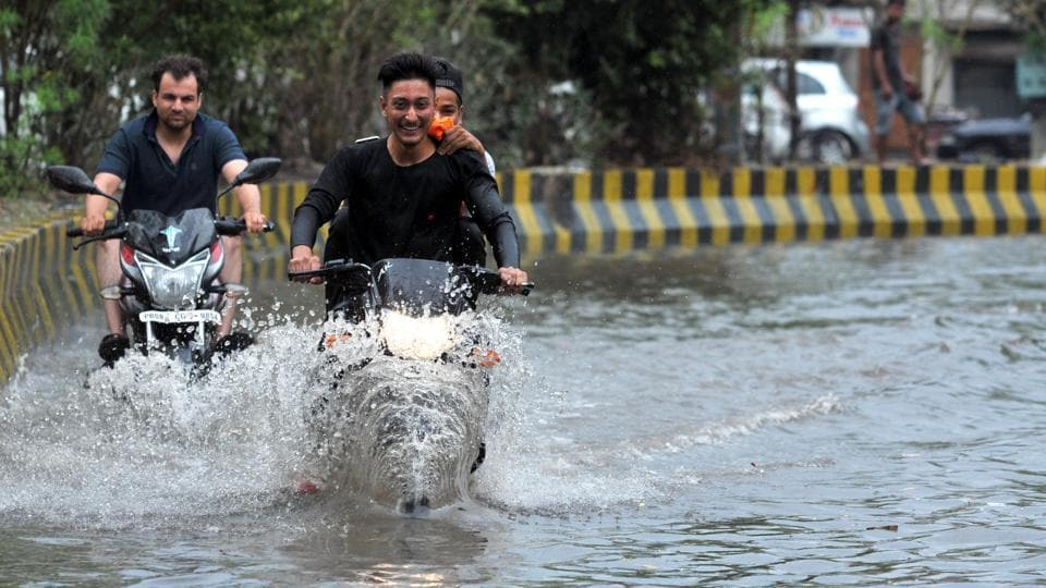 Widespread rains led to a drop in the mercury, bringing cheer to people across the state. (Pardeep Pandit/HT)