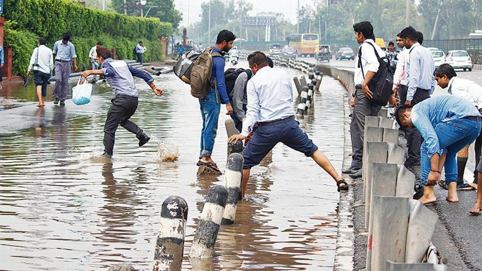 Gurugram city roads,city roads cave in,pre-monsoon showers in Gurugram
