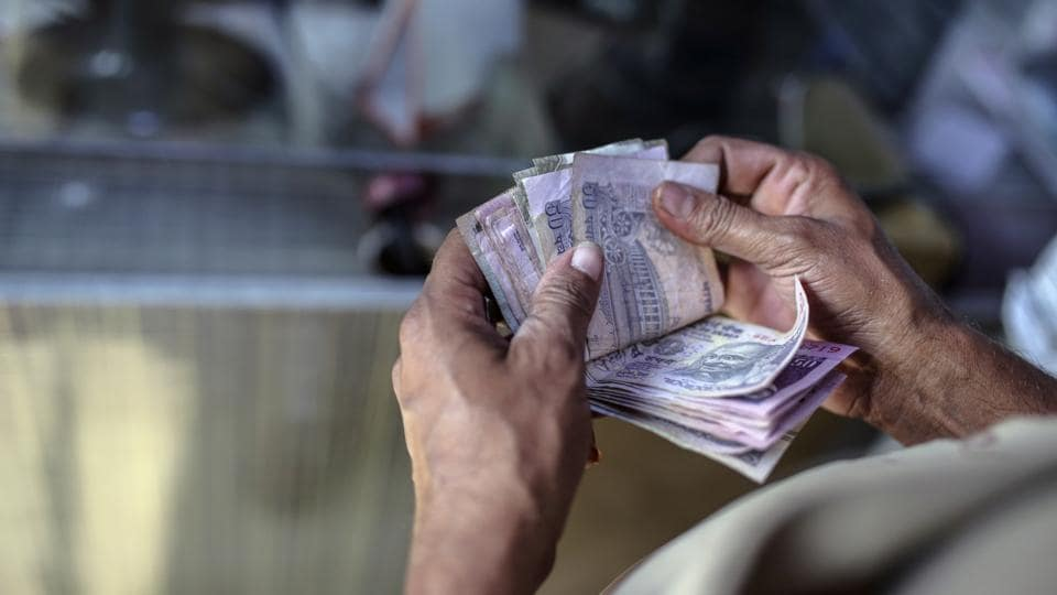 Rupee,Asia's worst performing currency,RBI dollar selling
