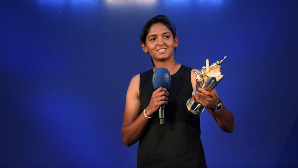 Indian cricketer Harmanpreet Kaur will play in the Kia Super League for Lancashire Thunder.