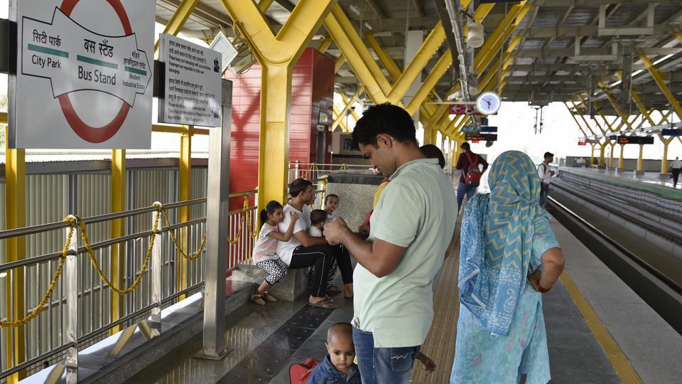 Delhi Metro,Delhi Metro workers strike,Delhi Metro Rail Corporation