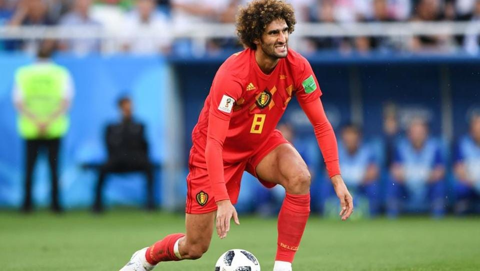Belgium midfielder Marouane Fellaini has signed a new contract with Manchester United, extending his stay till 2020.