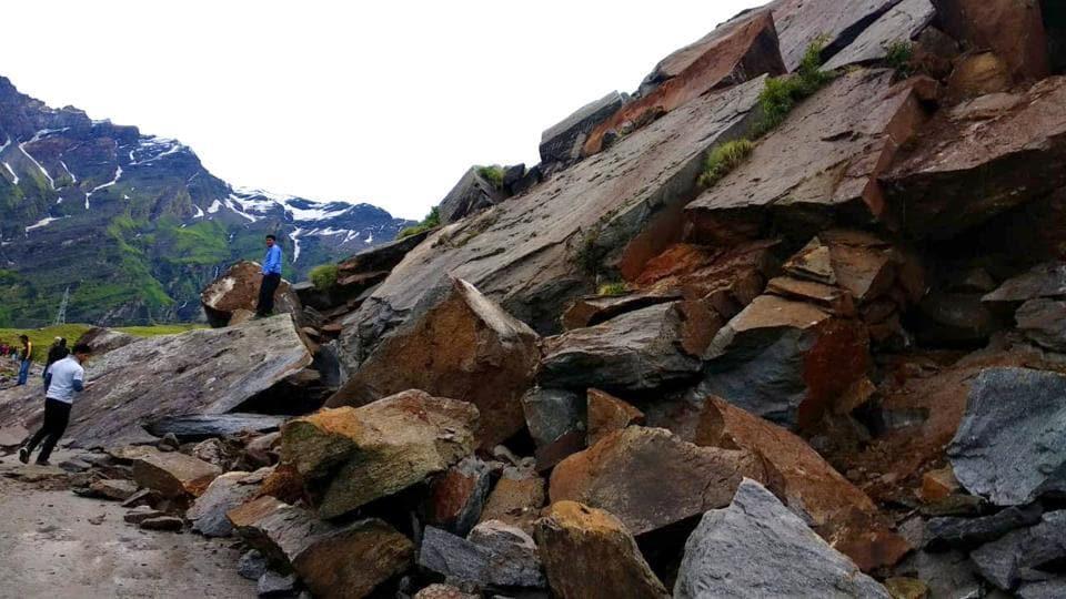 stranded,landslide,Manali-Leh highway