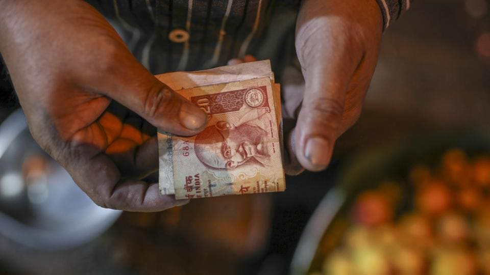 Overseas investors have reduced holdings of rupee-denominated government and corporate bonds by $6.1 billion, and pulled $785 million from equities since the beginning of 2018. The withdrawals have made the rupee the worst-performing currency in Asia. (Dhiraj Singh / Bloomberg)
