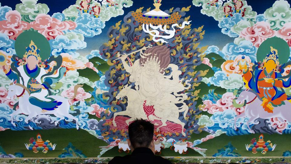 Exile Tibetan artist Tenzin Yeshi, 29, paints a traditional painting called 'thangka' in Dharmsala on June 27, 2018. (Ashwini Bhatia / AP)