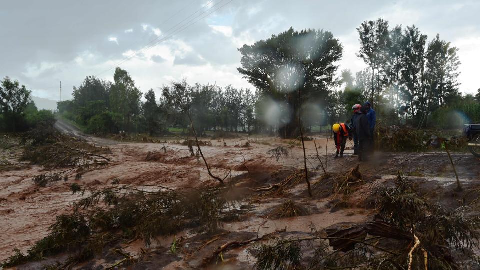 mudslide,boulder,landslide