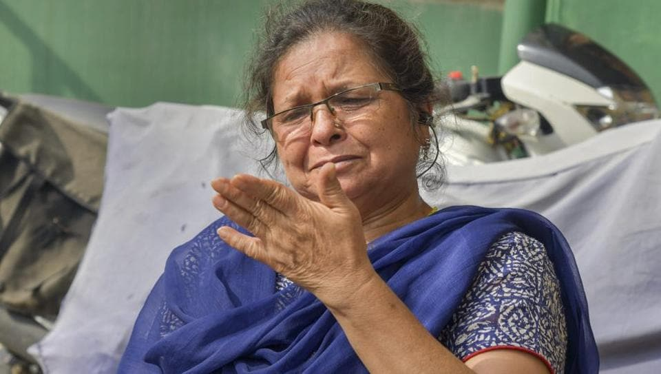 Uttara Bahuguna, the teacher who was suspended by Uttarakhand CM Trivendra Singh Rawat after an argument, breaks down as she speaks to journalist about the incident in Dehradun.