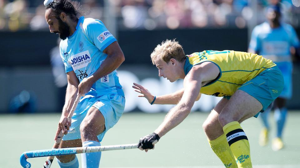 Sardar Singh vies for the ball with Aran Zalewski during India's Champions Trophy final against Australia. (Frank Uijlenbroek)