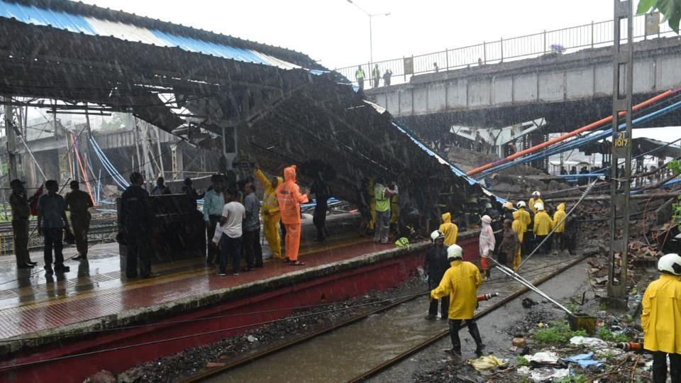 Part of the Gokhale bridge that collapsed onto railway tracks in Andheri. A National Disaster Response Force team has reached the spot. Mumbai had witnessed an increase in rainfall activity on Monday after mostly dry weather over the weekend. (Satyabrata Tripathy / HT Photo)