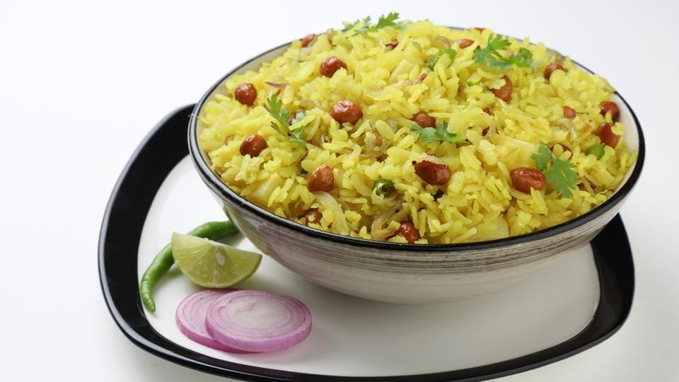 Healthy breakfast for weight loss: A good source of antioxidants and essential vitamins, poha is gluten free.