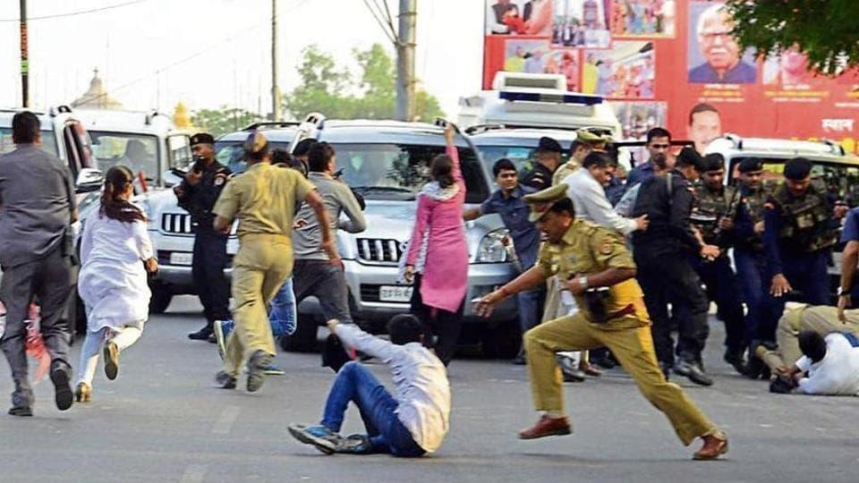 Lucknow University,Yogi Adityanath,Protest against Yogi Adityanath