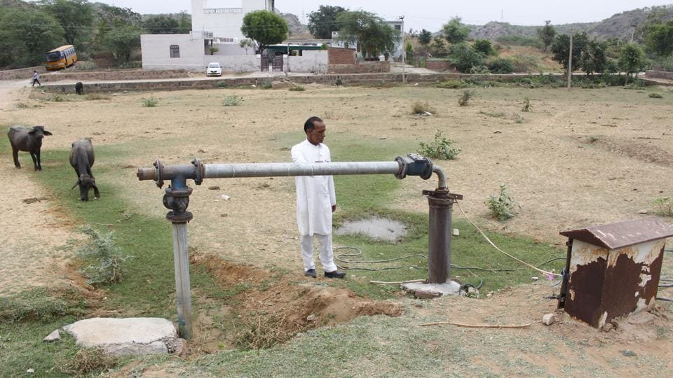 Chandaram Chaudhary, sarpanch of Manger village shows one of the last few borewells in the village. Soon after the survey, the Municipal Corporation of Gurugram conducted a screening camp in response to the public health scare. Of the 247 people tested, 27 were found to be suffering from hypertension and another six from diabetes mellitus. A subsequent press release dismissed any possibility of a cancer outbreak. (Yogendra Kumar / HT Photo)