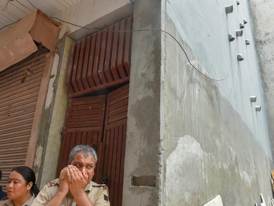 Burari deaths,Sant Nagar,Bodies found hanging in Burari house