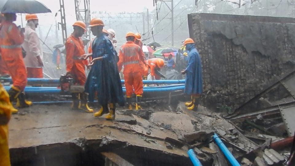 bridge collapse in mumbai,andheri bridge collapse,heavy rains in mumbai