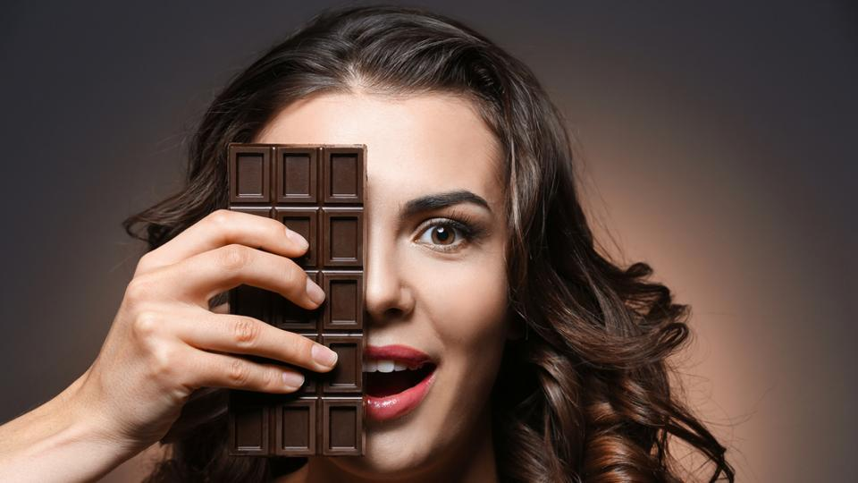 A small chunk of dark chocolate can improve brain function by boosting your awareness and concentration levels.