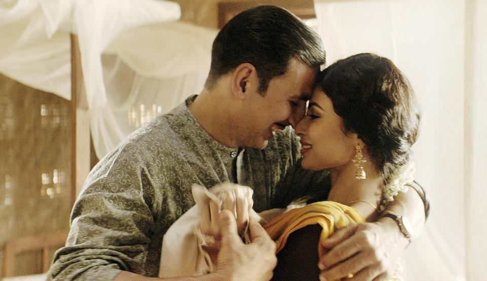 Akshay Kumar,Mouni Roy,Gold