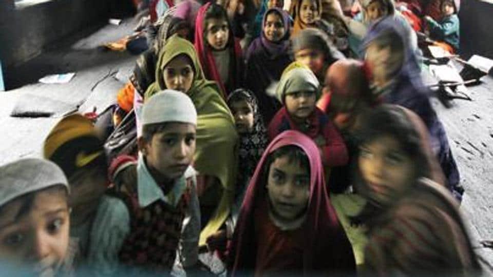 Madrasa,Bindi,Girl expelled for bindi