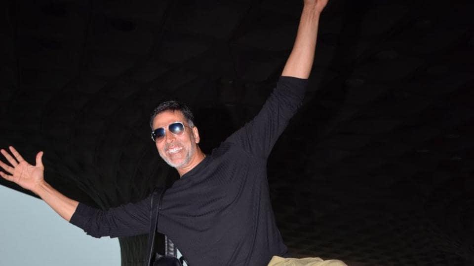 Akshay Kumar at the Mumbai airport.