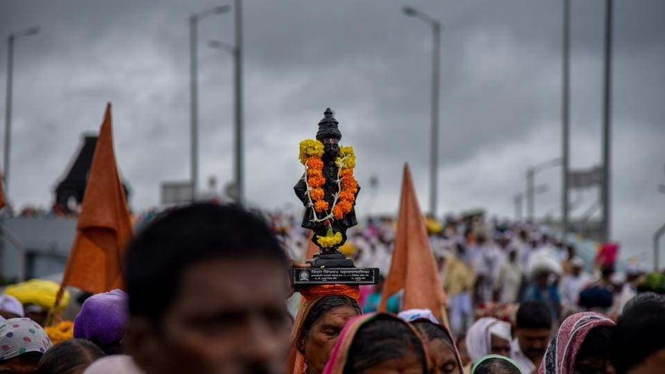 A statue of Saint Tukaram being carried by pilgrims during the palkhi procession at Shivajinagar on Saturday. (Sanket Wankhade/HT PHOTO)