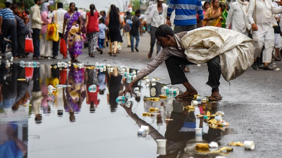 Many residents  and warkaris made sure that they cleaned up after the procession. A scene from Shivajinagar on Saturday. (Sanket Wankhade/HT PHOTO)