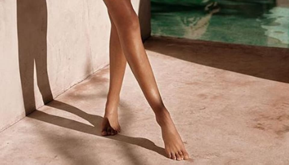 'Barbie feet',Instagram,Kardashian sisters