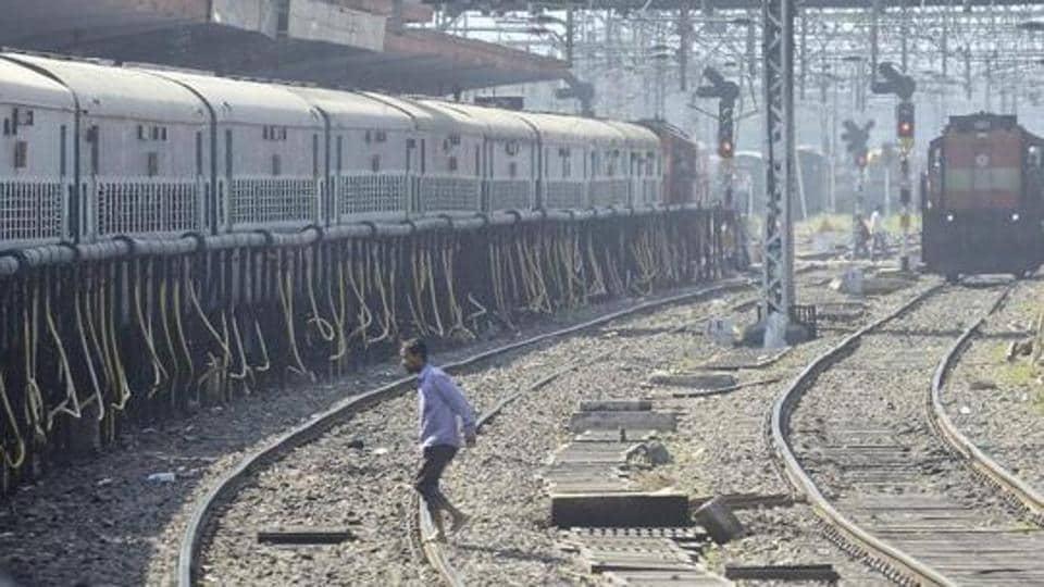 pune,maharashtra,railway tracks