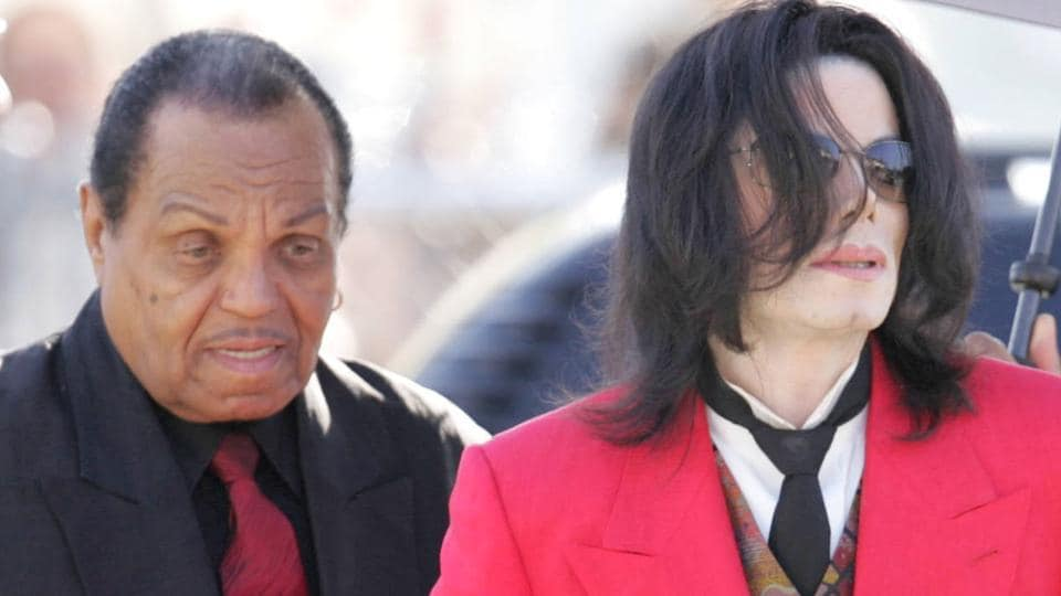 In this file photo taken on March 14, 2005 Michael Jackson (C) arrives with his father Joe Jackson (2nd-L) and mother Katherine Jackson (2nd-R) at the Santa Barbara County Courthouse for Michael's child molestation trial in Santa Maria, California.