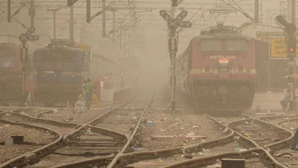 Assam train deaths,Women found dead in train,Assam