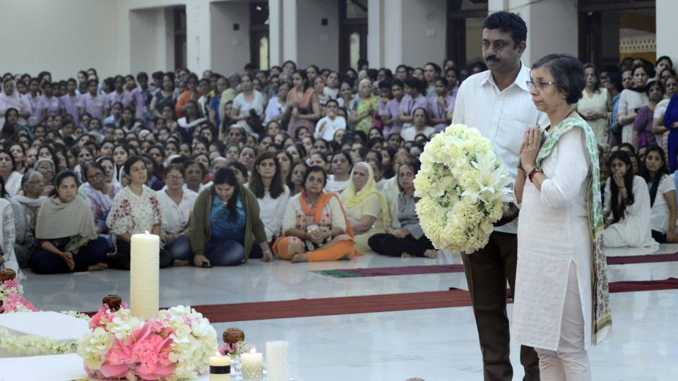 Rashmi Shukla, Pune police commissioner, paid homage to Dada JP Vaswani at Sadhu Vaswani Mission in Pune on Thursday. (RAVINDRA JOSHI/HT PHOTO)