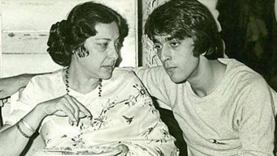 Sanjay Dutt cried for hours after hearing mother Nargis' final