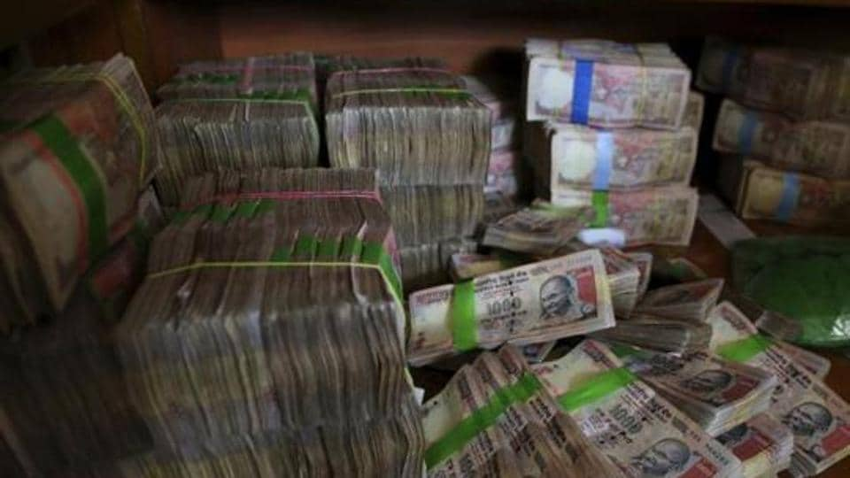 Demonetised notes,Banned notes,IAS officer